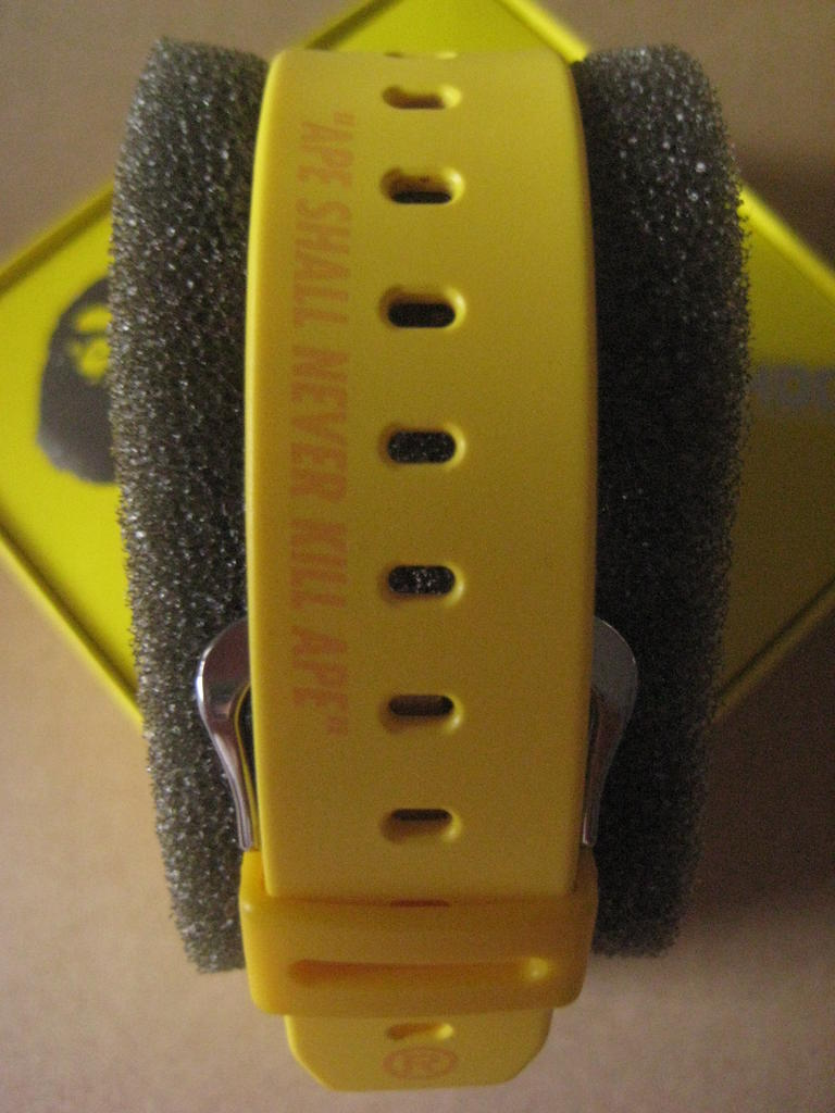 Click image for larger version.  Name:gshock-Bape-DW-6900-yellow-NFS-173.jpg Views:167 Size:84.6 KB ID:10944