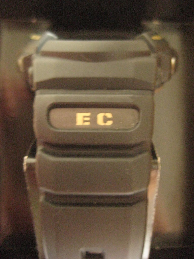 Click image for larger version.  Name:gshock-EricClapton-GS-100EC-1T-104.jpg Views:326 Size:95.5 KB ID:10059